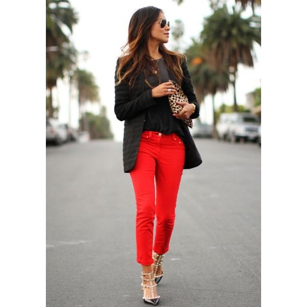 Какви цветове вървят добре с червени панталони?