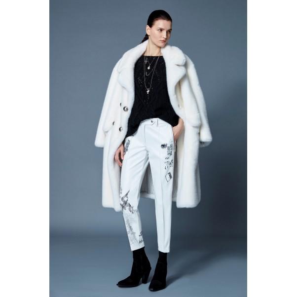 Белият цвят е изключително актуален тази зима