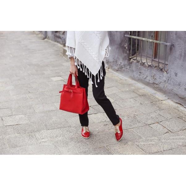 Как да комбинираме вълнено пончо и черен панталон – ТОП тенденции за перфектен външен вид на всяка дама