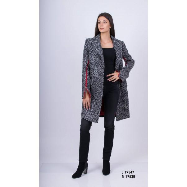 Топли и стилни зимни костюми и палта